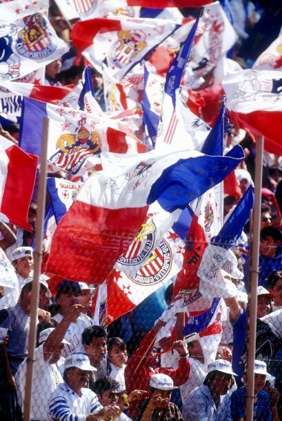 """""""Pelón"""" Gutiérrez, de Chivas, le dio a Scarone y de paso a Orvañanos, qu..."""
