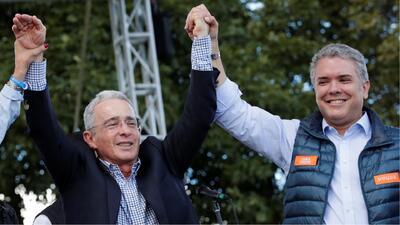 El papel que jugaría Álvaro Uribe en el gobierno de Iván Duque genera tensión política en Colombia