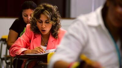Puerta al Futuro, el programa que busca ayudar adultos hispanos para que obtengan un título profesional
