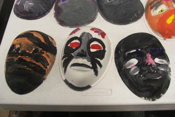 Las máscaras son otro objeto típico de países centroamericanos y latinoa...