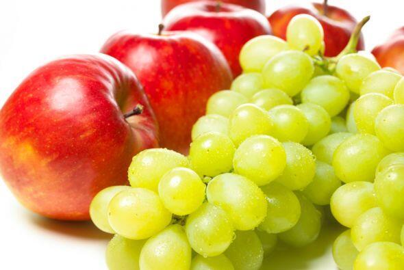 Frutas frescas: Un alimento bajo en grasa y calorías que proporciona var...