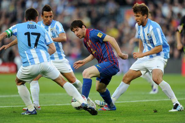 Mientras tanto, Messi jugaba con la mente puesta en el récord de Muller....