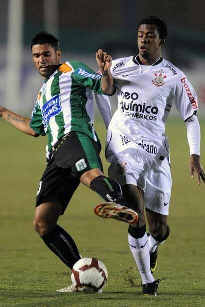 Por el Grupo 1 de la Copa Libertadores el Corinthians derrotó 2-0 al Rac...
