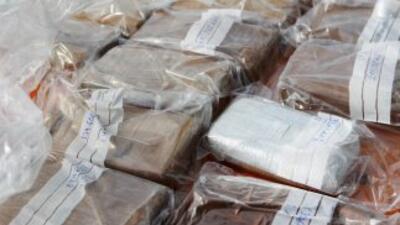 En el camión cisterna fueron hallados la cantidad de 20 sacos, que conte...