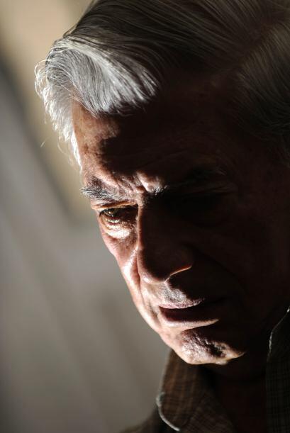 Casualmente, el Premio Nobel llega a manos del peruano a menos de un mes...
