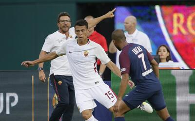 Héctor Moreno jugó su primer partido con la Roma ante el PSG.