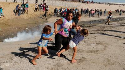 La madre hondureña que se hizo famosa por esta foto en la frontera ya está en EEUU