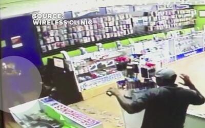 Ladrón intentó robar una tienda de celulares pero se llevó una tremenda...