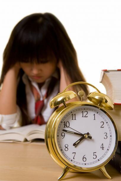 Ayude a su hijo a aprovechar bien el tiempo. Establezca un tiempo fijo c...