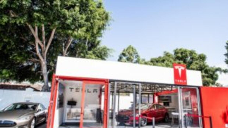 Tesla concesionario ambulante