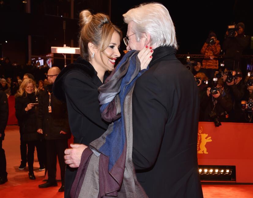 Richard Gere y Alejandra Silva lucieron muy enamorados en Berlín.