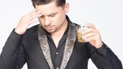 Larry Hernández cumplió dos años sin beber alcohol pero aparece con una...