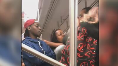 Buscan a las sospechosas de golpear a una madre delante de su hijo en el subway