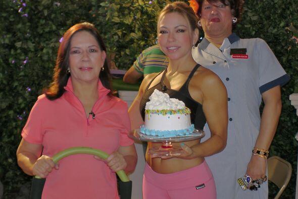 La ex Miss Universo Zuleyka Rivera y la entrenadora Claudia Molina albor...