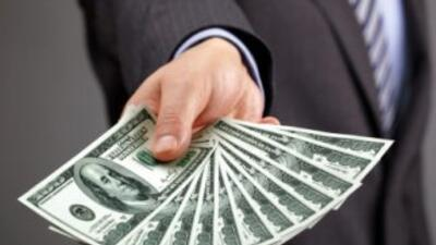 Reembolsos que llegan a un total de casi $760 millones están esperando a...