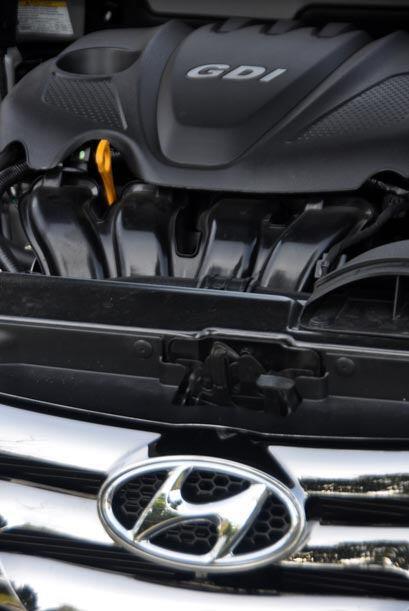 El motor Theta II de 2.4 litros viene con transmisión automática o manua...