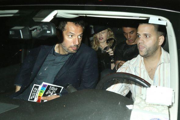 Después regresaron al auto. Mira aquí los videos más chismosos.