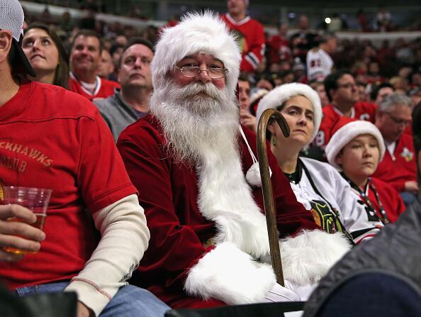 Este fin de semana los Blackhawks le ganaron a los Sharks 4 a 3 y Santa...