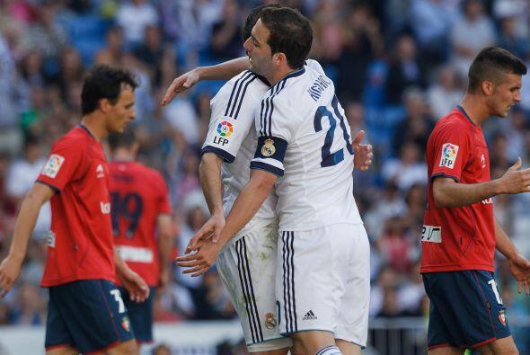 Higuaín, otro que se despedía, fue protagonista al marcar el primero y e...