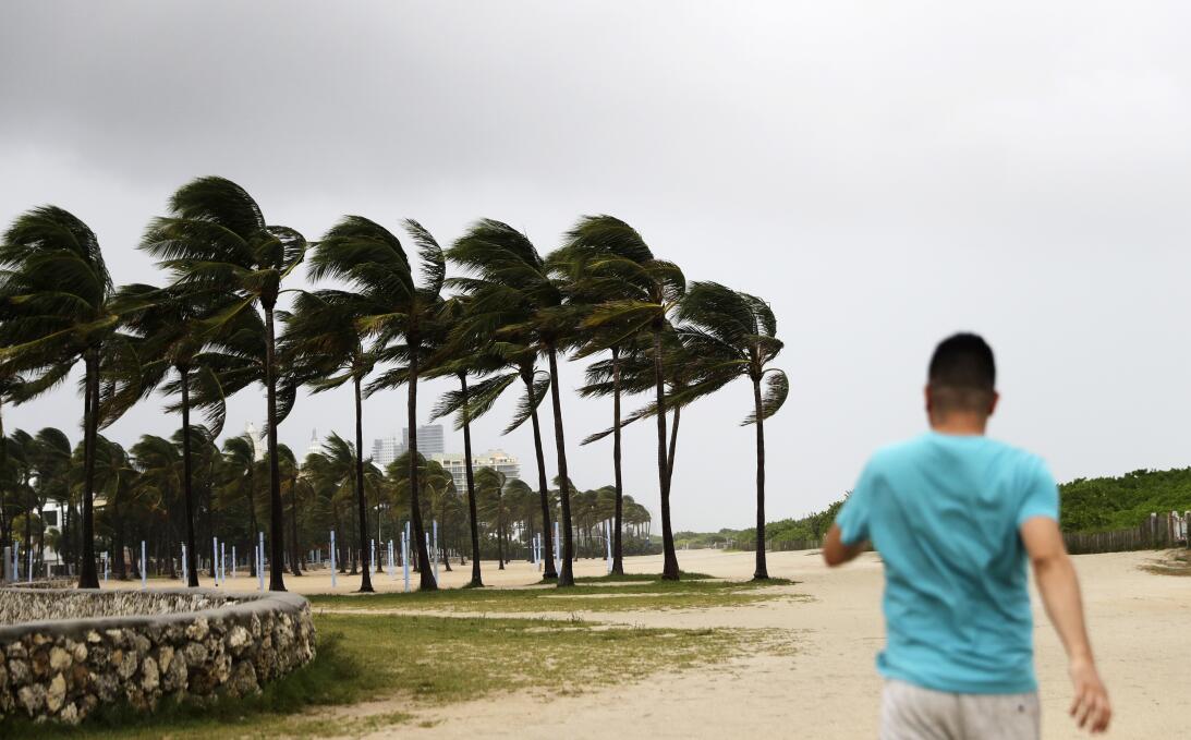 A pesar de las advertencias, hay quienes desafían al huracán Irma (FOTOS...