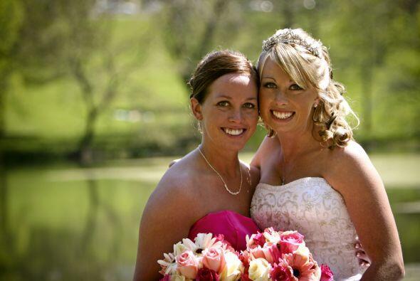 Viaje por una boda. Si eres una 'bridesmaid', no olvides tu vestido, una...