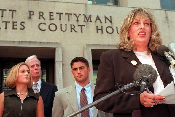 LINDA TRIPP.  Es la mujer que en 1998 llevó a Bill Clinton al bor...