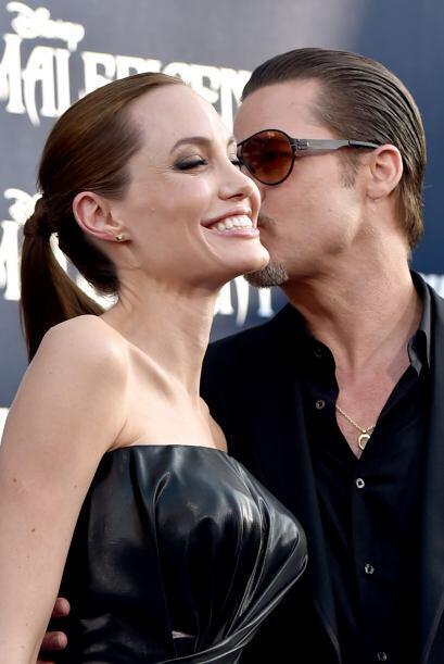 Ahora, Jolie se ha convertido en su esposa. La pareja se ha convertido e...