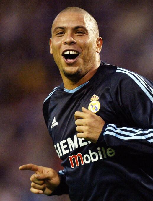 Delantero: Ronaldo, en la edición FIFA 2004, logró un puntaje increíble...