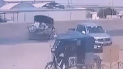 En video: El brutal impacto de una mototaxi contra un anciano que caminaba por la carretera en Perú