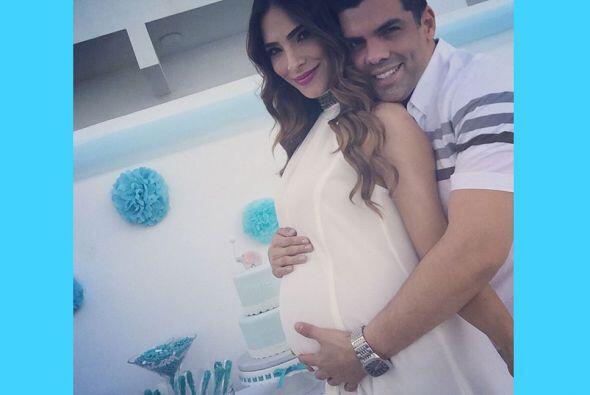 Alejandra festejó su Baby Shower junto a su esposo. La hermosa pareja po...