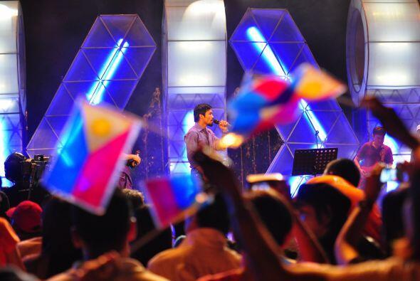 Para no variar, subió al escenario e hizo gala de su pasión paralela, al...