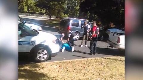 La familia de Keith Scott publica video del momento en que la policía di...