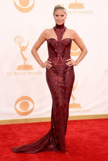 Simplemente maravillosa con una creación de Versace. Heidi Klum es de la...