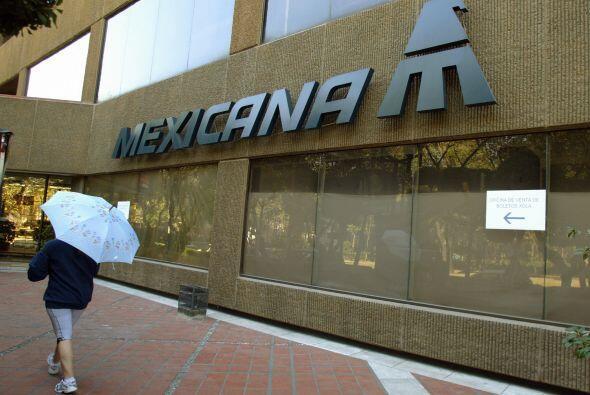 En agosto de 2010, Mexicana suspendió operaciones por una crisis financi...