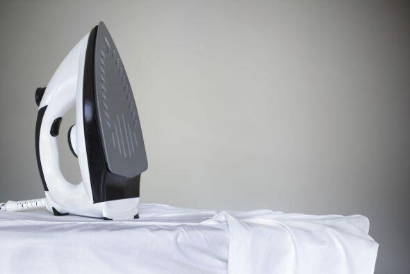 ¡No dejes nada colgando! Guarda la plancha en un armario o al fondo del...