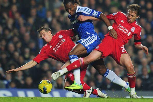 Didier Drogba arrancó como titular y en más de una ocasión estuvo cerca...