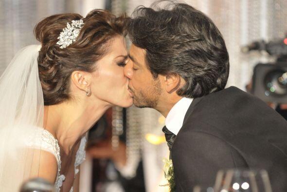 La pareja vivió momento muy emotivos en la ceremonia. El novio incluso d...