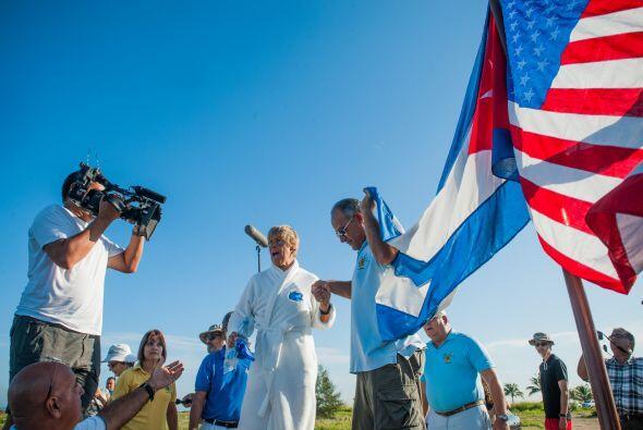 A Diana Nyad, nadadora estadounidense de 64 años, nada la detiene...