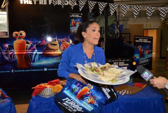 Karla ya estaba lista para comer uno de esos deliciosos tacos que prepar...