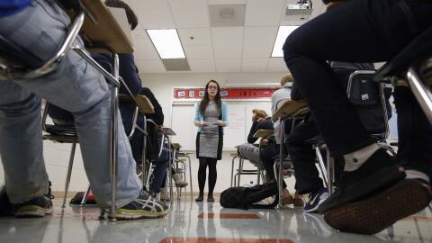 La maestra Katerina Maylock en un curso preparatorio para SAT en Maryland.