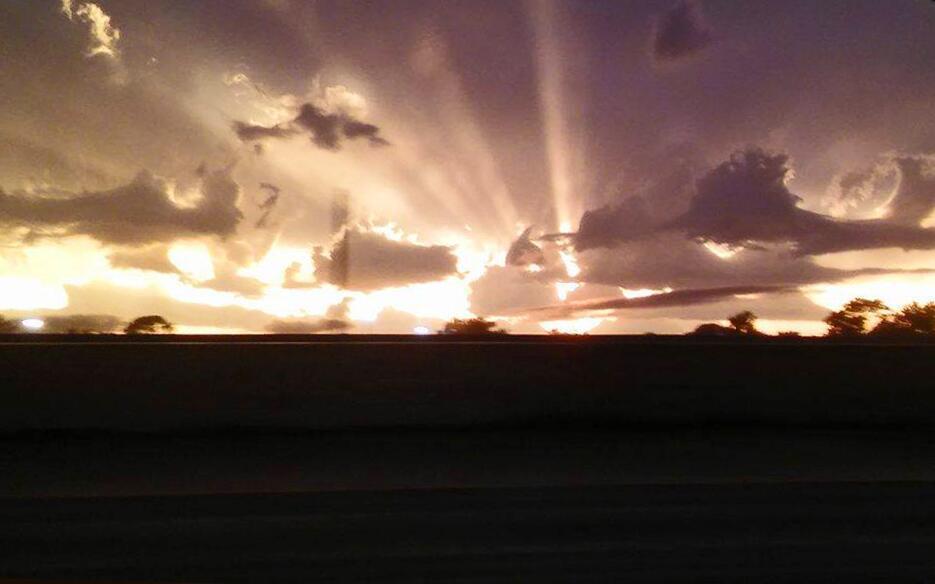 Retrato de una tormenta eléctrica: imágenes captadas por residentes de H...