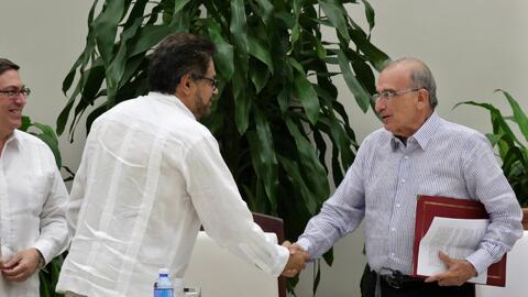 Colombianos celebran nuevo acuerdo entre el gobierno y las FARC para log...