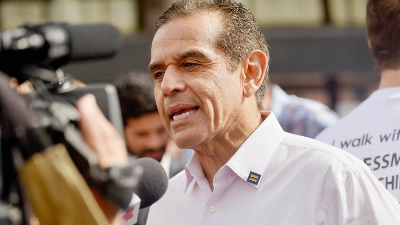 El exalcalde de Los Ángeles Antonio Villaraigosa es uno de los candidato...