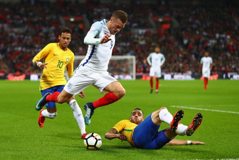 Inglaterra y Brasil empatan sin goles en Wembley gettyimages-874195956.jpg