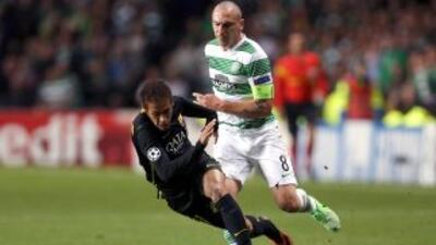 El jugador del Celtic mantuvo un claro pique con Neymar y el cuerpo arbi...