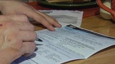 Persona llenando el censo