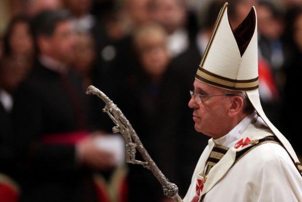 El papa Francisco presidió el sábado la solemne Vigilia Pascual, una de...