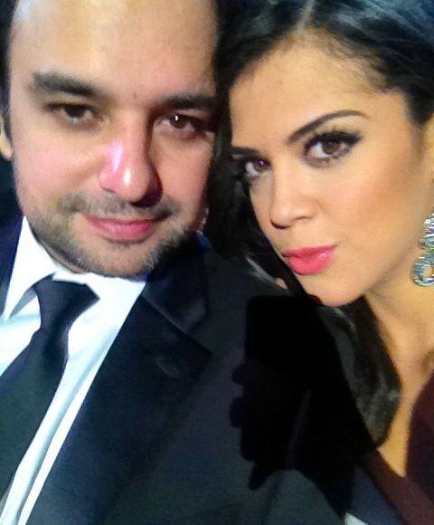 Carolina es adicta a la fotografía y siempre le pide a Andrés que le tom...