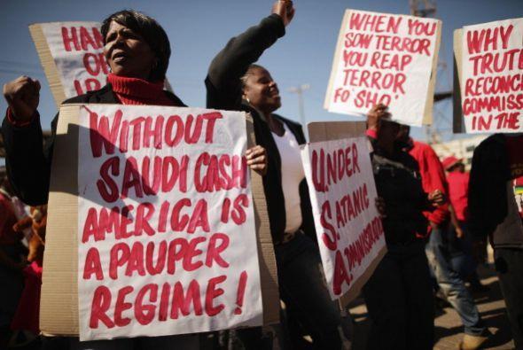 "Los manifestantes calificaron de ""primer asesino del mundo"" a..."