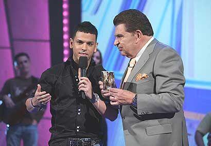 A don Francisco le llevó su disco 'El Patrón' de donde se desprende su s...